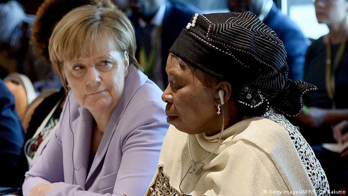 Канцлерка ФРН Анґела Меркель та голова комісії Африканського союзу Нкосазана Дламіні-Зума