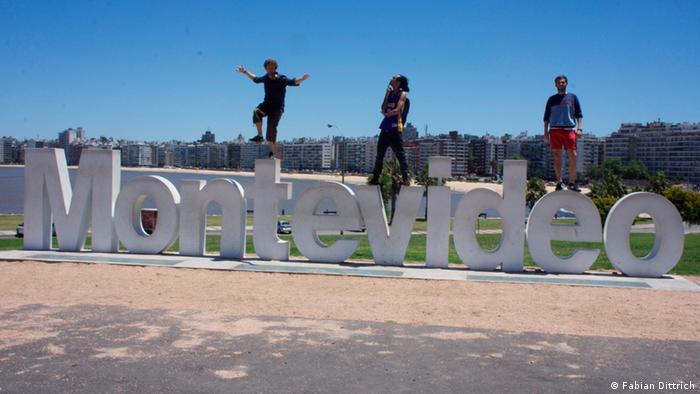 Un alto en Montevideo. Fabian Dittrich recorrió 20 mil kilómetros registrando proyectos innovadores en Sudamérica.