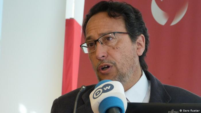 Kinderfacharzt Medardo Avila Vazquez berichtet in Bonn über den Zusammenhang zwischen Glyphosat, Krebs, Fehlgeburten und Missbildungen