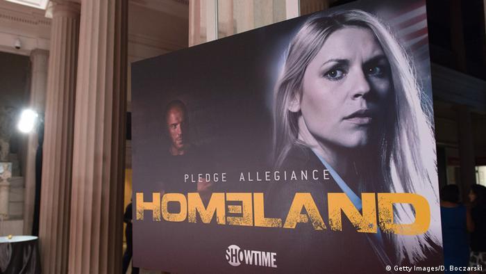 Plakat von der Serie Homeland mit gelbem Schriftzug und den Gesichtern der beiden Hauptdarsteller