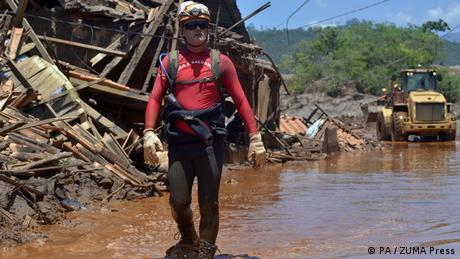 Nach dem in Dammbruch Mariana Brasilien