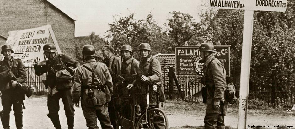 Soldados alemães em Roterdã, na Holanda, em 1940