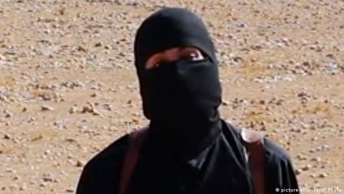 Anggota ISIS menutupi wajah dengan cadar