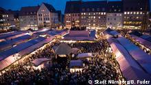 2007*** Der Christkindlesmarkt aus der Sicht des Nürnberger Christkinds während der Eröffnung: Blick von der Empore auf den Markt. /// Copyright: Stadt Nürnberg/B. Fuder
