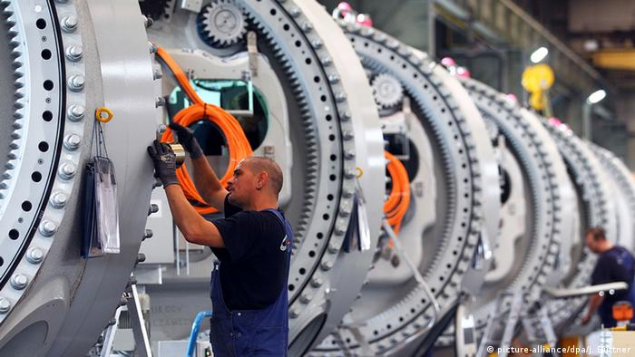 Maquinaria industrial y operarios