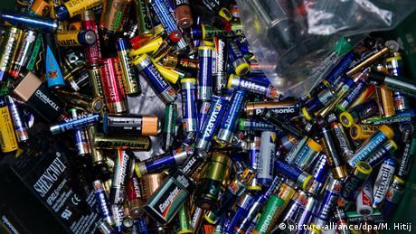 Batterien (Foto: picture-alliance/dpa/M. Hitij)