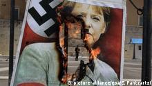 Bildergalerie Merkel 10 Jahre Bundeskanzlerin 01.05.2012 ***** FILE - epa03683568 A poster showing German Chancellor Angela Merkel dressed in a Nazi uniform is seen burning in front of the Greek Parliament during a rally marking May Day in central Athens, Greece, 01 May 2012. EPA/SIMELA PANTZARTZI (zu dpa Vorausmeldung vom 29.05.2013) +++(c) dpa - Bildfunk+++ Copyright: Reuters/Fabrizio Bensch