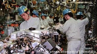 Montaje de motores en Mitsubishi.