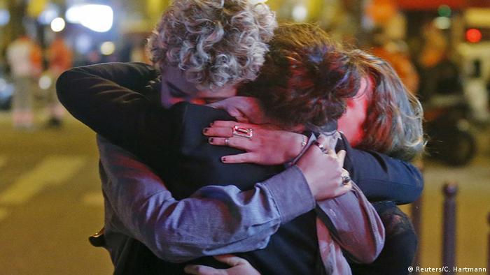 Frankreich Terror in Paris Bataclan Trauer IMAGE OF THE DAY (Reuters/C. Hartmann)