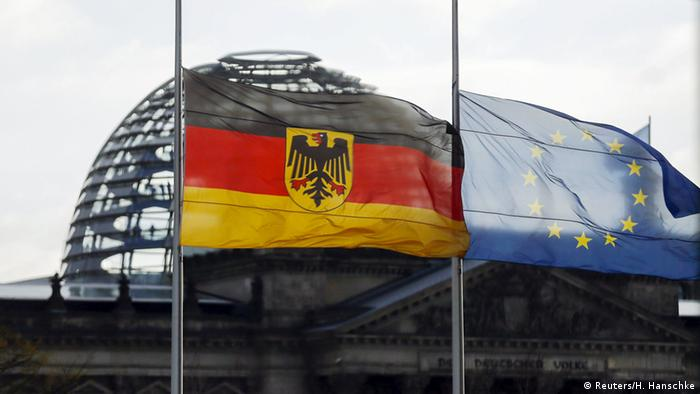 Nach Attentaten von Paris Deutscher Bundestag EU Flaggen