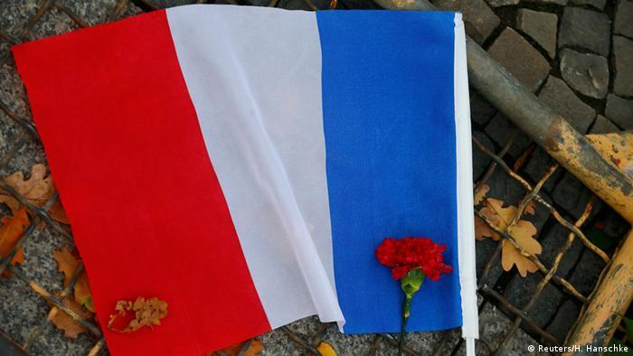 Frankreich Terroranschläge Flagge Blume Trauer