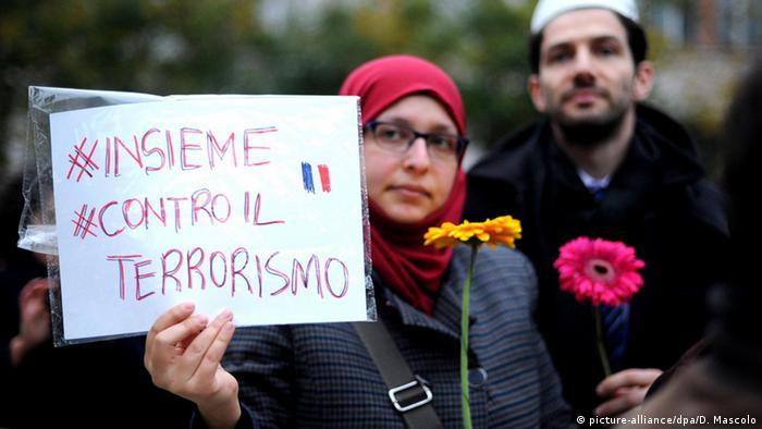 Cidadãos do mundo mostram-se solidários com franceses