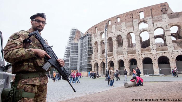 Italien Rom Colosseum Soldat