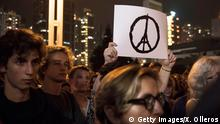 Peace-Zeichen Paris Attentate Eifelturm Symbol