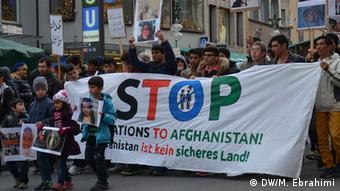 Proteste gegen Abschiebung von afghanischen Flüchtlingen in München (Foto: DW)