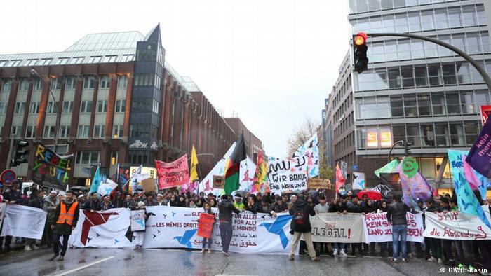 Deutschland Hamburg Proteste gegen Abschiebung von afghanischen Flüchtlingen (DW/B. Rasin)