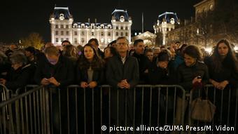Εικόνα από την Παναγία των Παρισίων κατά τη διάρκεια της τελετής στη μνήμη των θυμάτων