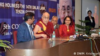 Dalai Lama auf der Pressekonferenz. (Foto: DW/Krishnan)