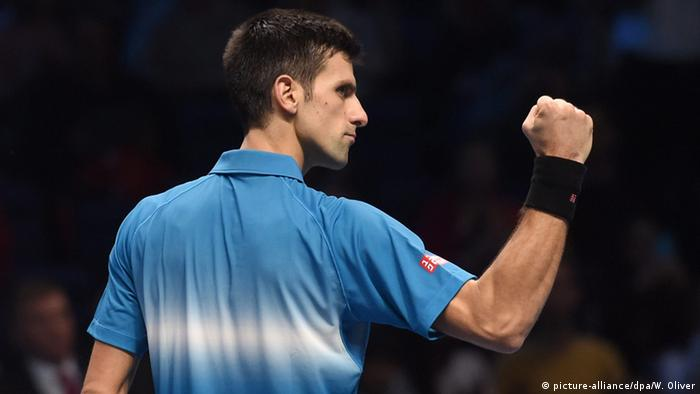 Novak Djokovic ballt bei den ATP World Tour Finals in London die Faust (Foto: picture-alliance/dpa/W. Oliver)