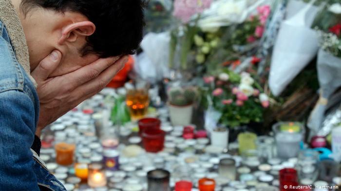 Frankreich Trauer nach Terroranschlägen in Paris (Reuters/C. Hartmann)
