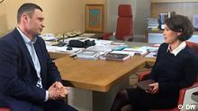 Interview mit Kiewer Bürgermeister und ex-Boxer Vitali Klitschko DW-Reporterin Zhanna Nemzowa interviewt Kiewer Bürgermeister und ex-Boxer Vitali Klitschko in Kiew, 11.11.2015