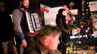 Varsovians mourned the victims of the Paris attacks
