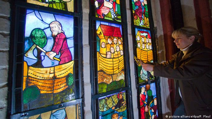 Frankfurt (Oder) Marienkirche Wiedereinbau Bleiglasfensterscheiben Beutekunst