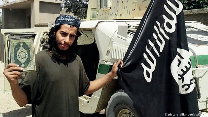 Abdelhamid Abaaoud IS Islamischer Staat Flagge Koran