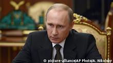 17.11.2015+++ Russian President Vladimir Putin heads a meeting on Russian plane crash in Egypt in Moscow's Kremlin, Russia, early Tuesday, Nov. 17, 2015. The head of Russia's FSB security service says the crash of the passenger plane in Egypt was the result of a 'terrorist' act. Alexander Bortnikov told Putin on Tuesday that a homemade explosive device blew up on the plane. All 224 people on board the plane, most of them Russian tourists, were killed in the Oct. 31 crash. (Alexei Nikolsky/SPUTNIK, Kremlin Pool Photo via AP) +++ (C) picture-alliance/AP Photo/A. Nikolsky