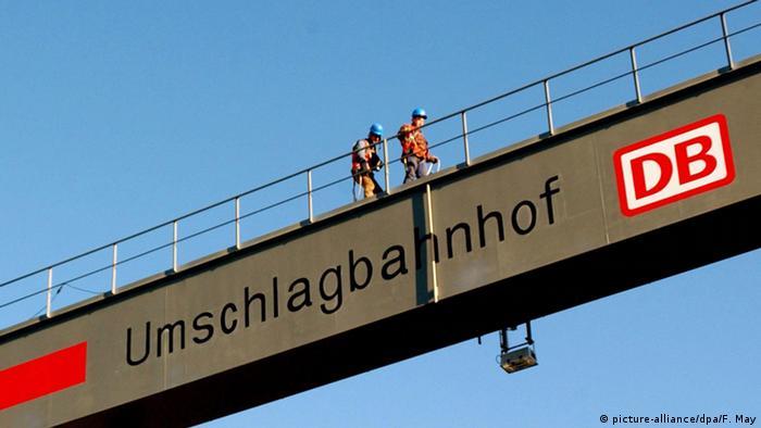 Deutschland Deutschen Bahn AG Arbeiter in Frankfurt am Main