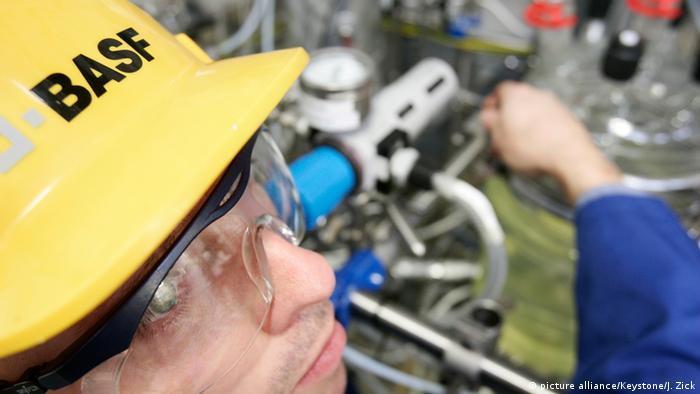 Deutschland BASF Arbeiter in Schwarzheide