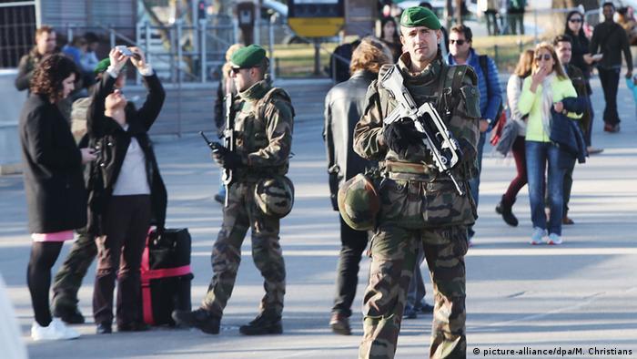 Франция собирается ужесточить режим чрезвычайного положения