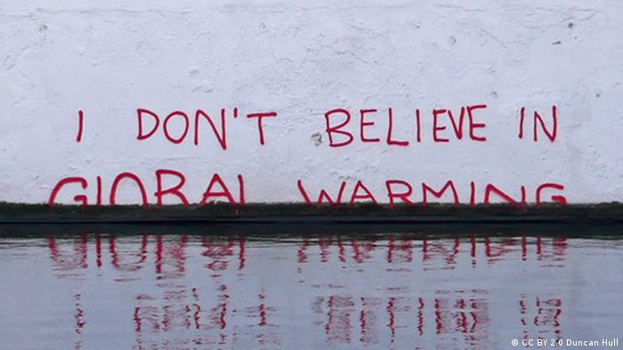 I don't believe in Global Warming Schriftzug Wand Mauer Symbolbild Anstieg Meeresspiegel (CC BY 2.0 Duncan Hull)
