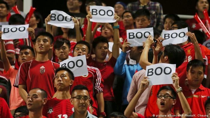 Hong Kong vs China Fußballspiel Fans
