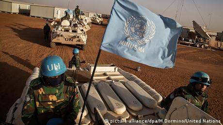 Mali Friedensmission UN Minusma Soldaten UN Fahrzeuge Flagge