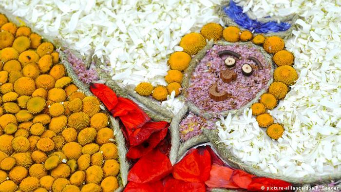 Ковер из цветов для праздничного шествия в Шварцвальде