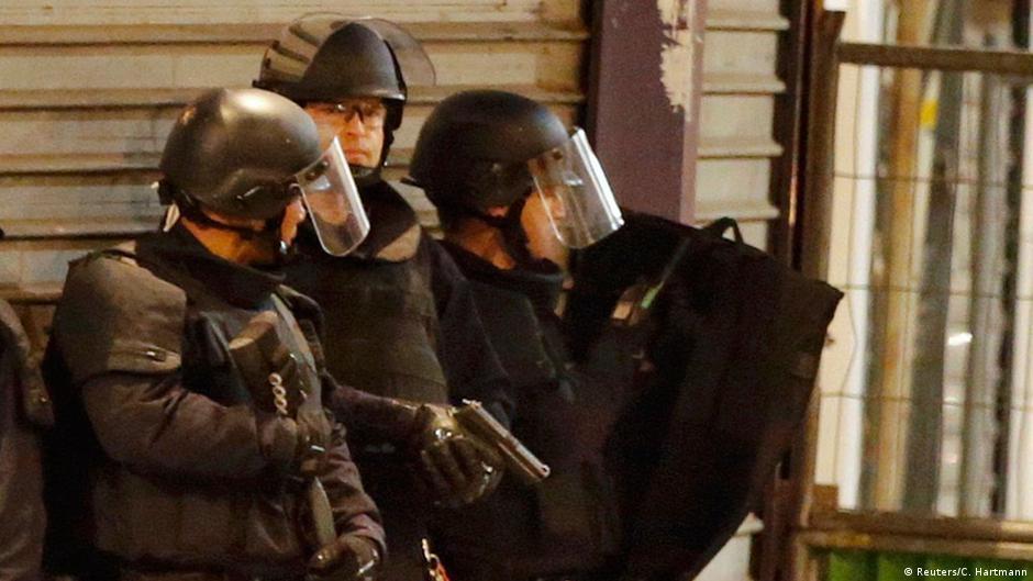 МВД: За одну ночь во Франции задержано 25 подозреваемых | Новости из Германии о Европе | DW | 18.11.2015