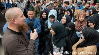 Pierre Vogel and other Salafists in Frankfurt/Main (picture-alliance/dpa/B. Roessler)