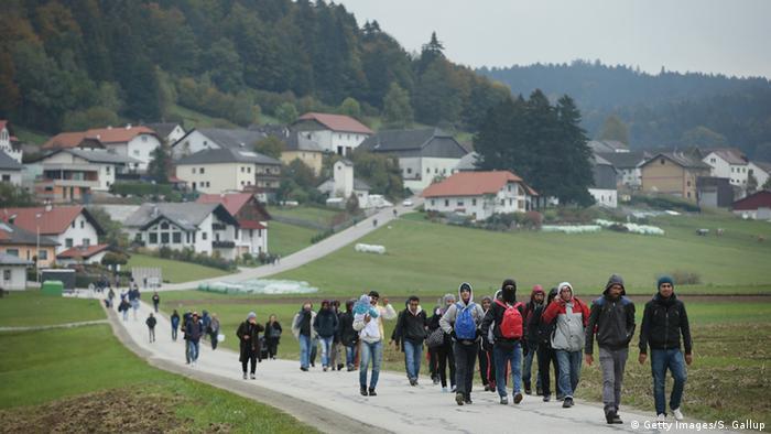 Österreich Flüchtlinge bei Mistlberg an der Grenze zu Deutschland