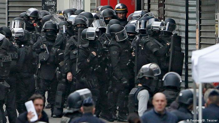 Polizeiaktion in Saint-Denis Paris (Foto: Reuters)