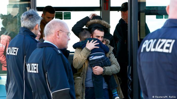 Аэропорт в Мюнхене, высылка албанских и косовских соискателей убежища
