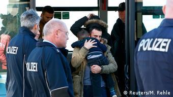 Deutschland Abschiebung der Flüchtlinge nach Kosovo und Albanien vom Flughafen München