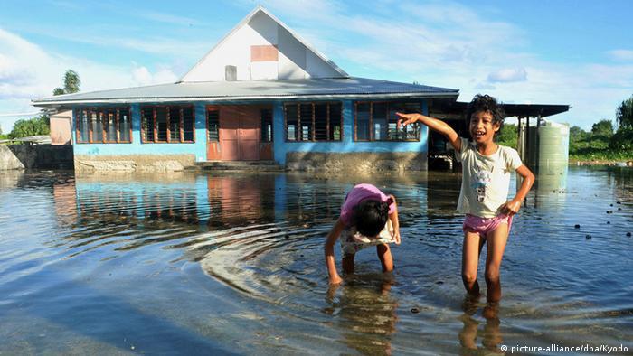 Pazifik Tuvalu Funafuti - steigender Meeresspiegel
