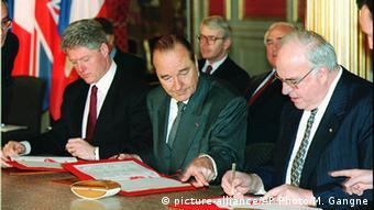 Frankreich Paris Friedensvertrag 1995 - Clinton & Chirac & Kohl