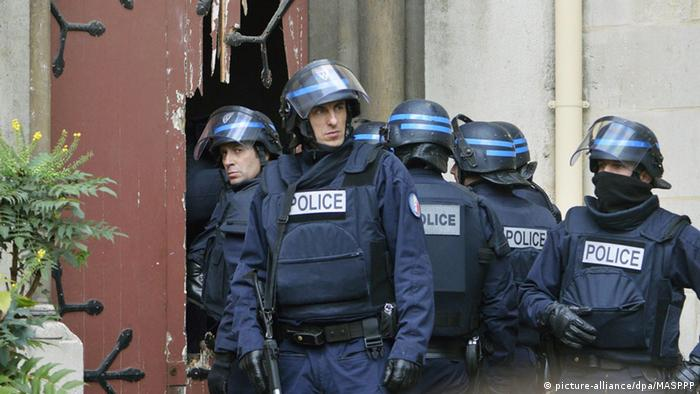 Frankreich Schießerei bei Polizeiaktion in Saint-Denis Paris (picture-alliance/dpa/MASPPP)