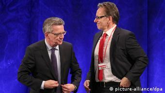 Bundesinnenminister Thomas de Maizière und BKA-Chef Holger Münch (foto: dpa)
