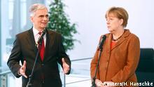 19. 11.2015 German Chancellor Angela Merkel and Austria's Chancellor Werner Faymann make a joint statement at the Chancellery in Berlin, Germany, November 19, 2015. REUTERS/Hannibal Hanschke Reuters/H. Hanschke