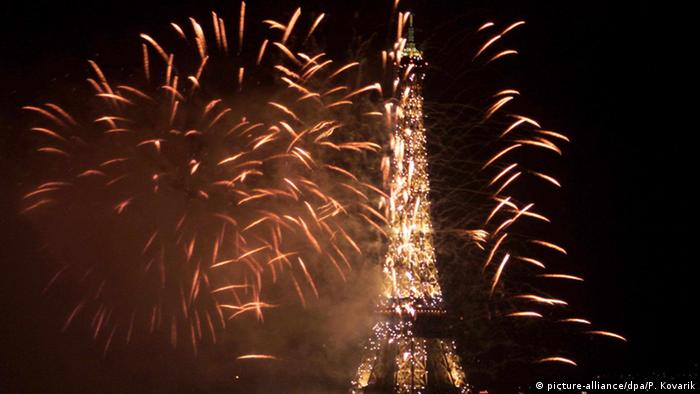 New Year's fireworks in Paris