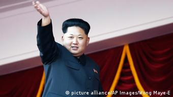 North Korean leader Kim Jong Un waves at a parade in Pyongyang, North Korea, Saturday, Oct. 10, 2015 (Picture alliance/AP Images/Wong Maye-E)