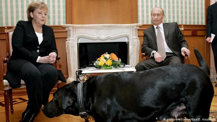 Angela Merkel, Wladimir Putin und Hündin Koni in Sotschi (21.01.2007) - Foto: Dmitry Astakhov (Presidential Press Service)